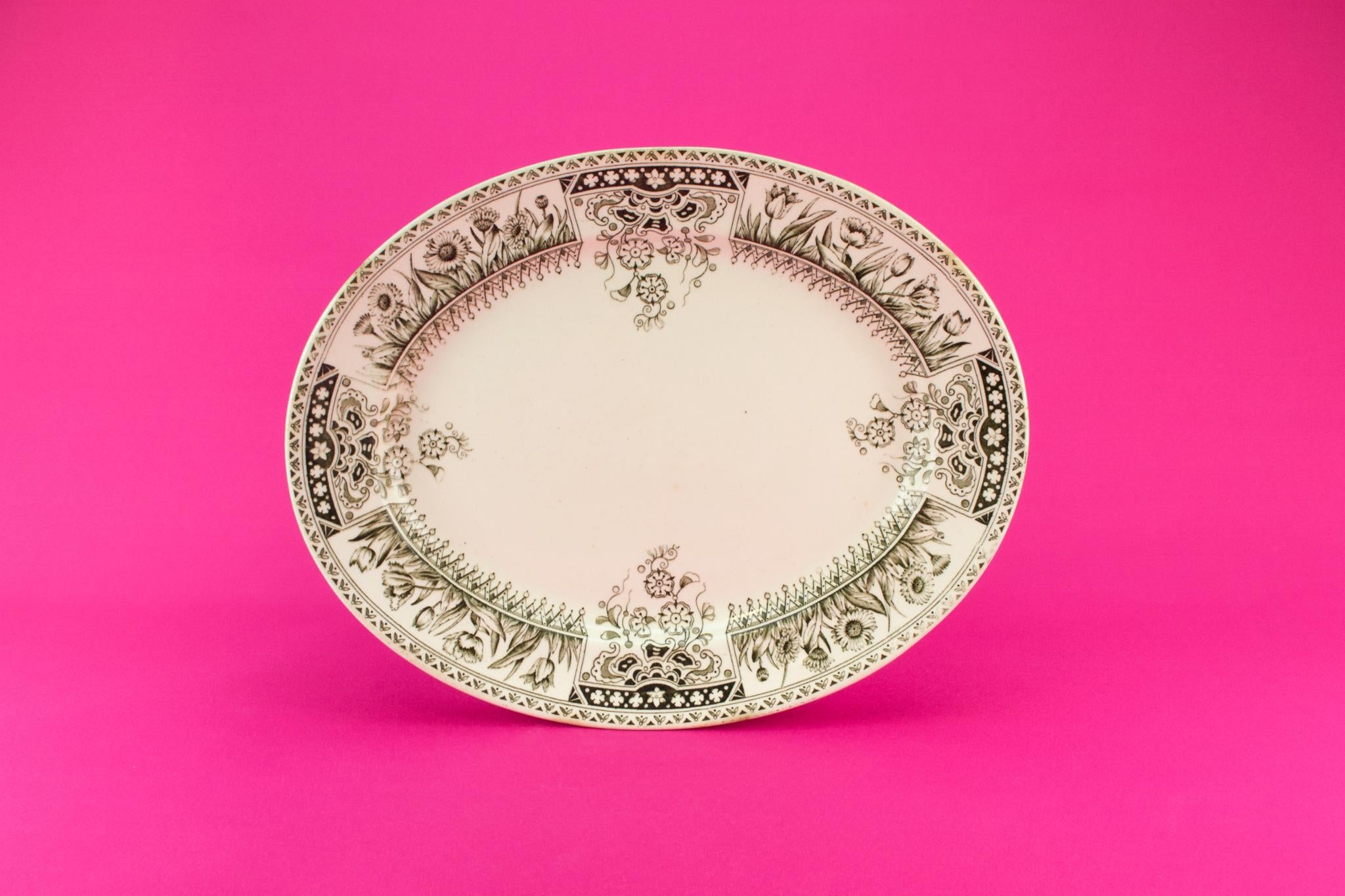 Aesthetic Movement serving platter, English 1880s