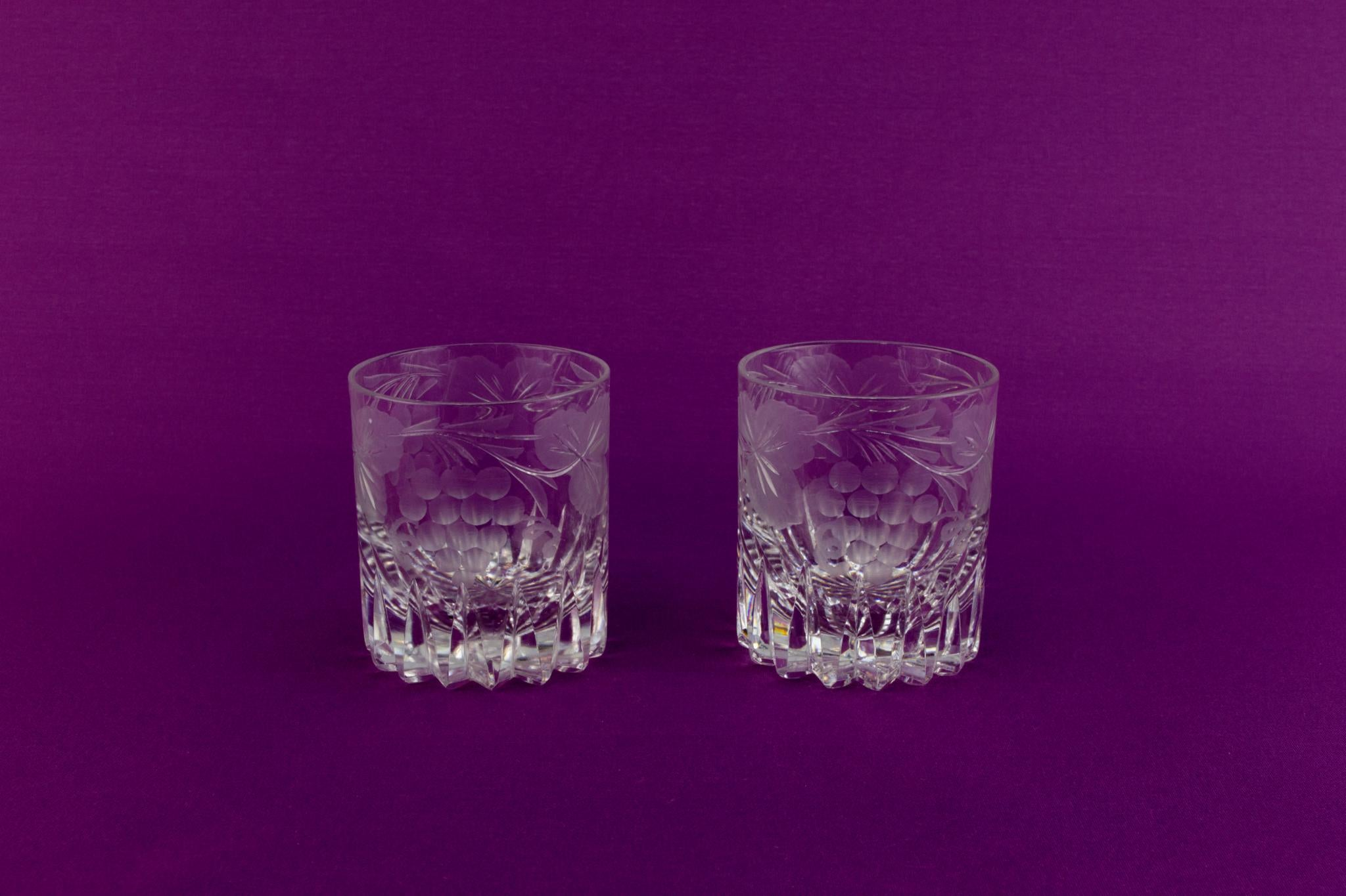 2 small whisky glasses, English mid 20th century