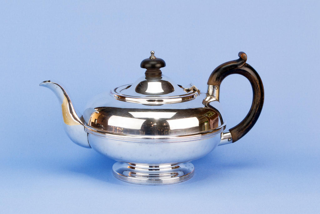 Silver plated medium teapot, English early 1900s