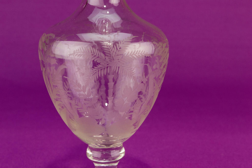 Small engraved glass decanter, English early 1900s