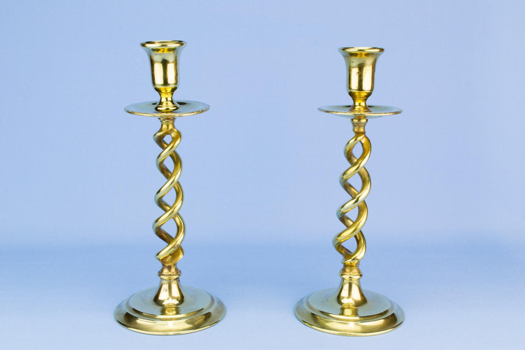 Open barley twist brass candlesticks, English Early 1900s