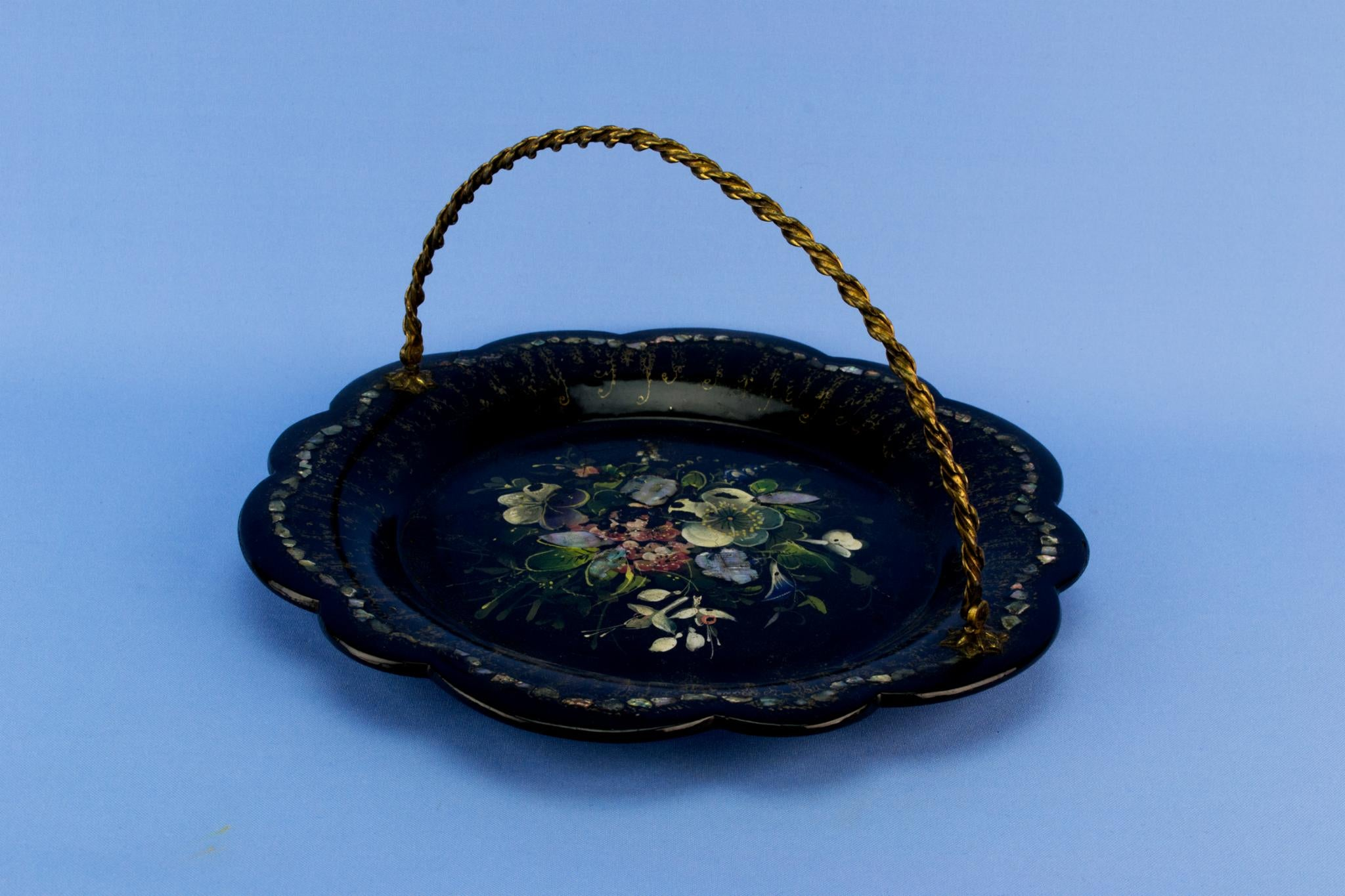 Black papier mache serving dish, English mid 19th century