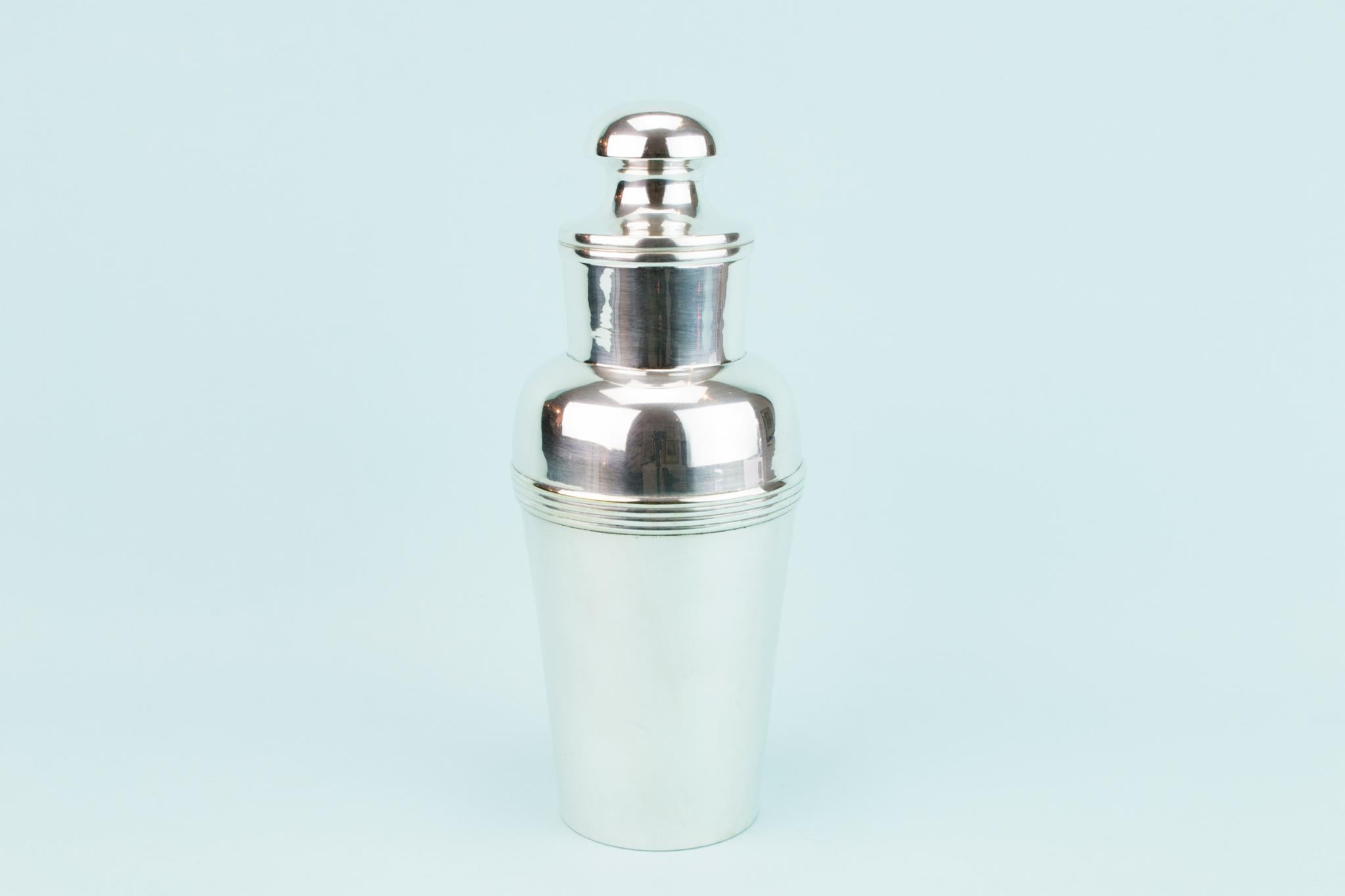 Medium Classical Three Piece Cocktail Shaker In Polished Steel