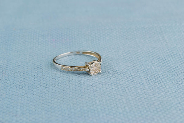 18ct White Gold and Diamond Engagment Ring