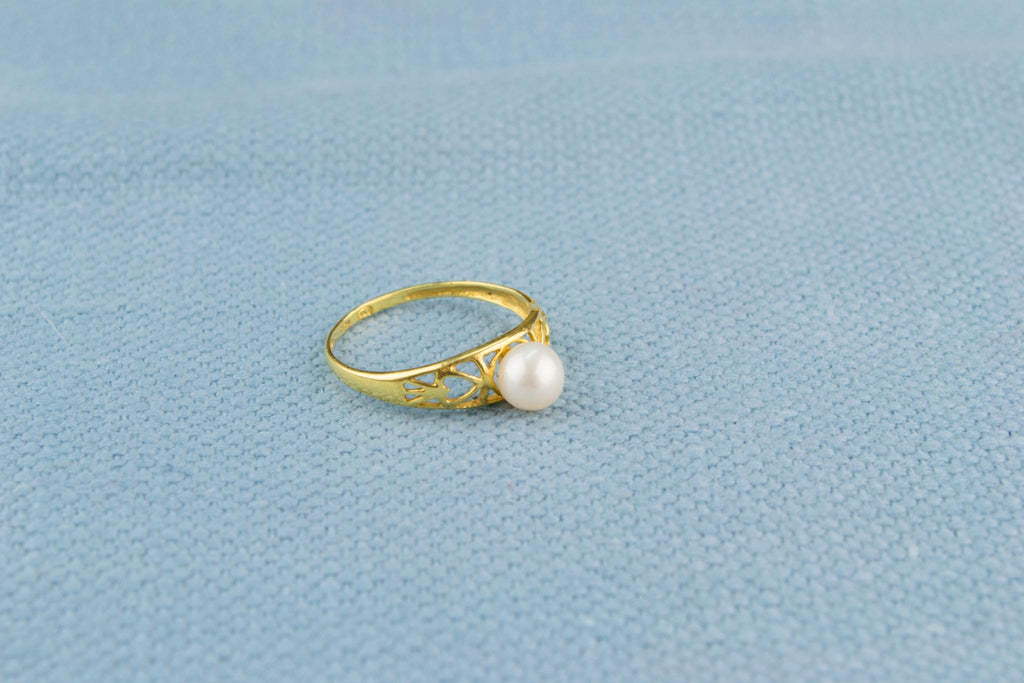 18ct Yellow Gold Pearl Ring