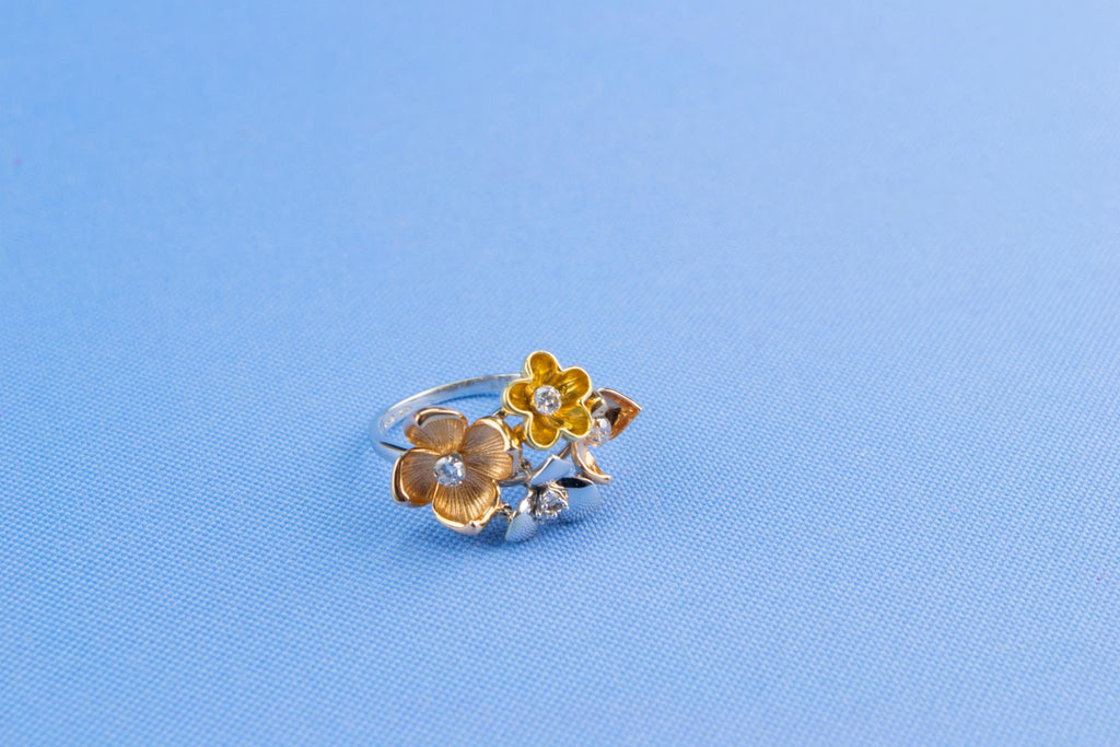 Flower Ring 18ct Gold & Diamonds