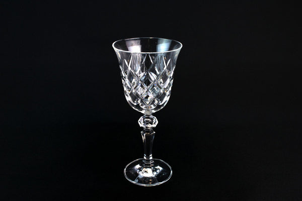 4 Wine Stem Glasses with Diamond Pattern
