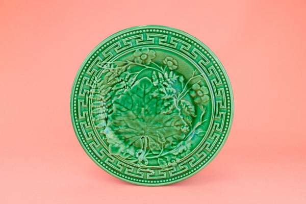 Small Plate in Green Majolica, English Late 19th Century