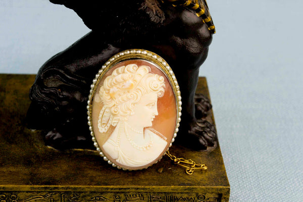 Cameo Brooch in Shell Silver and Seed Pearls 1910s