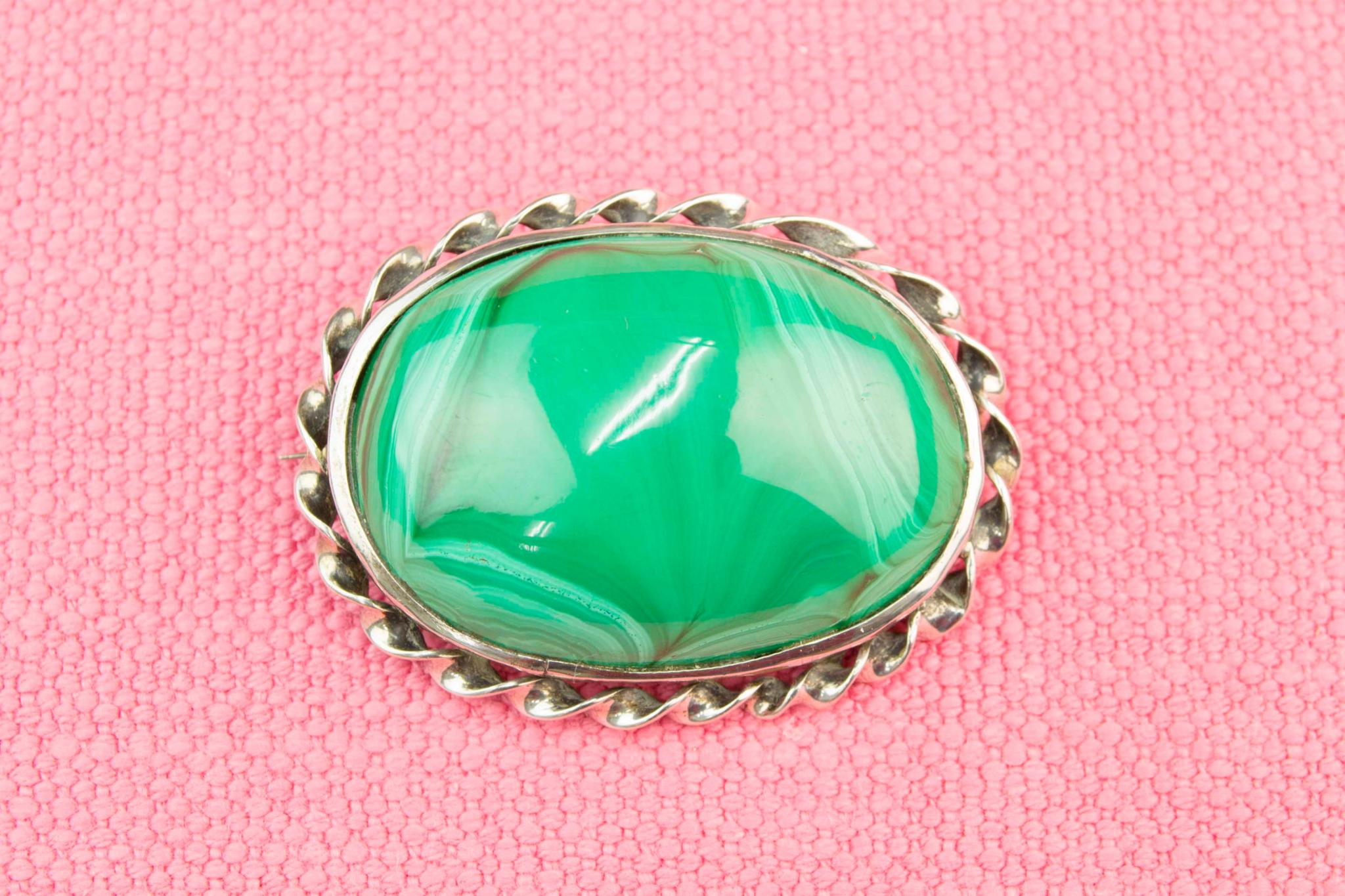 Green Agate Oval Brooch, English 19th Century
