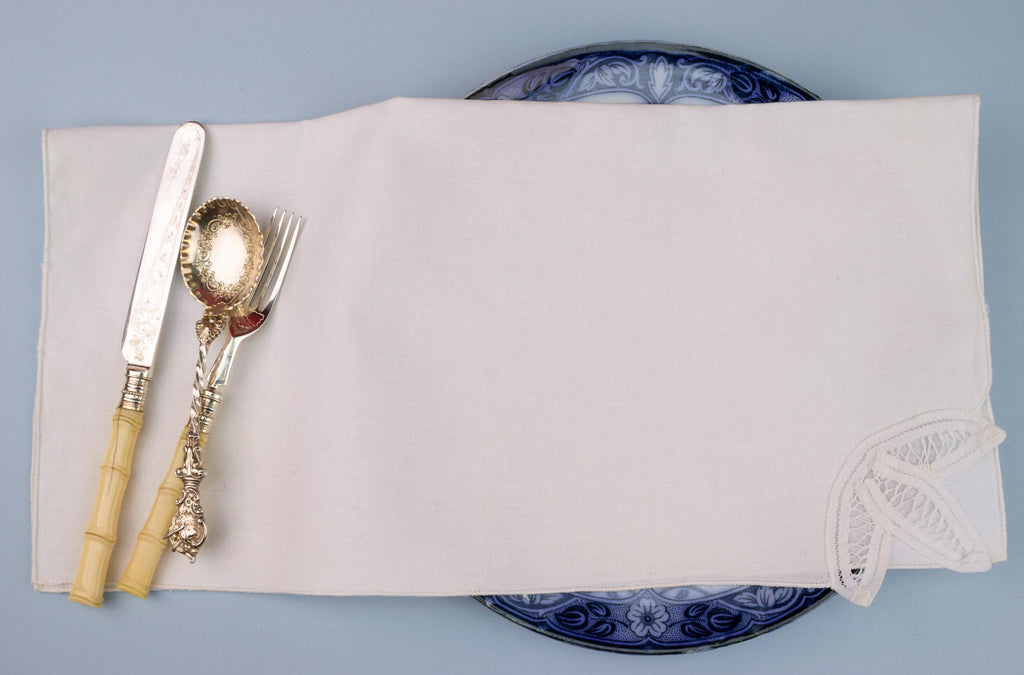 8 Lace Decorated White Linen Napkins
