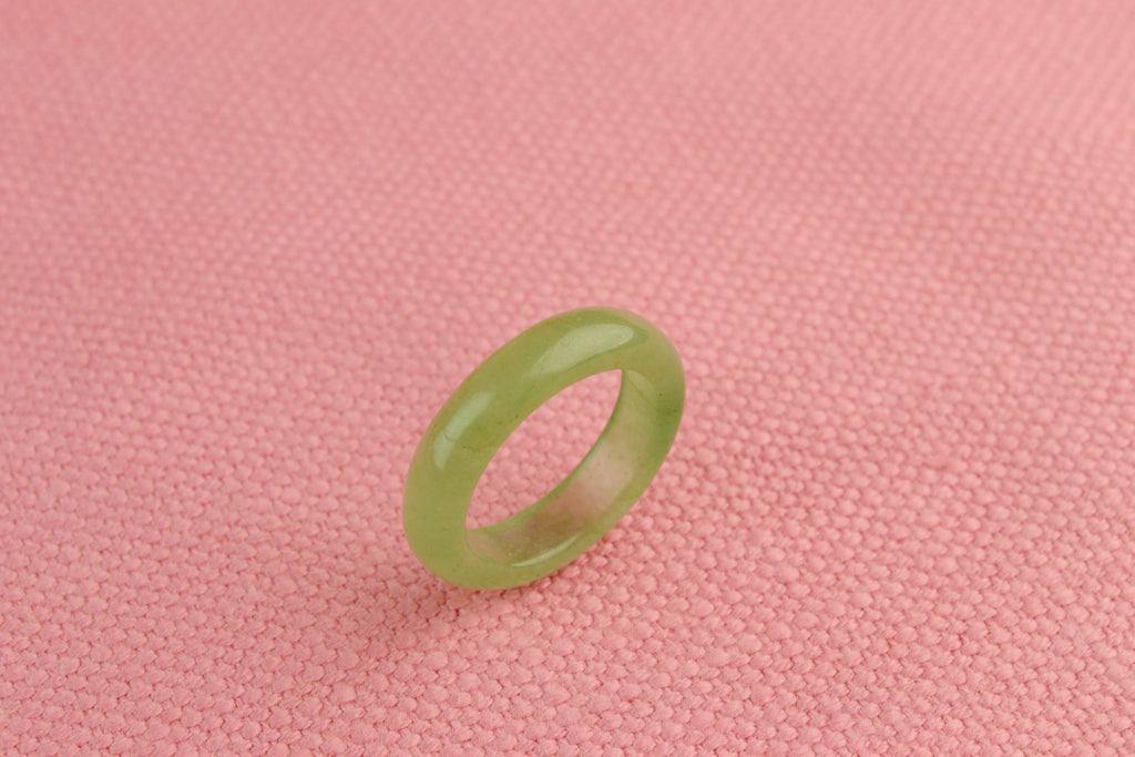Band Ring in Pale Green Agate