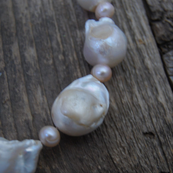 Wincheck  Baroque Pearl Necklace
