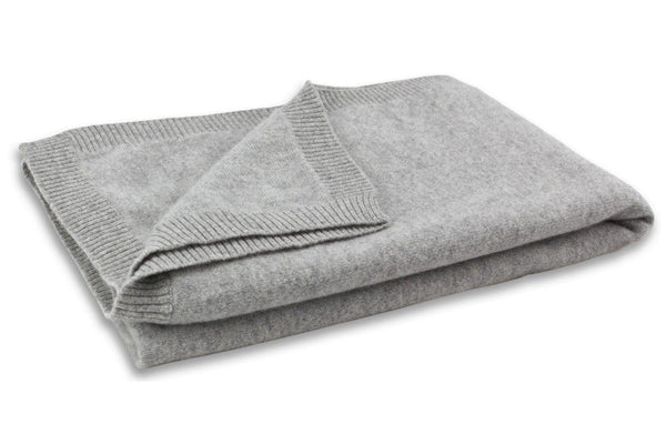 Jet&Bo 'Make Travel Luxurious Again' Gray Cashmere Travel Set Blanket