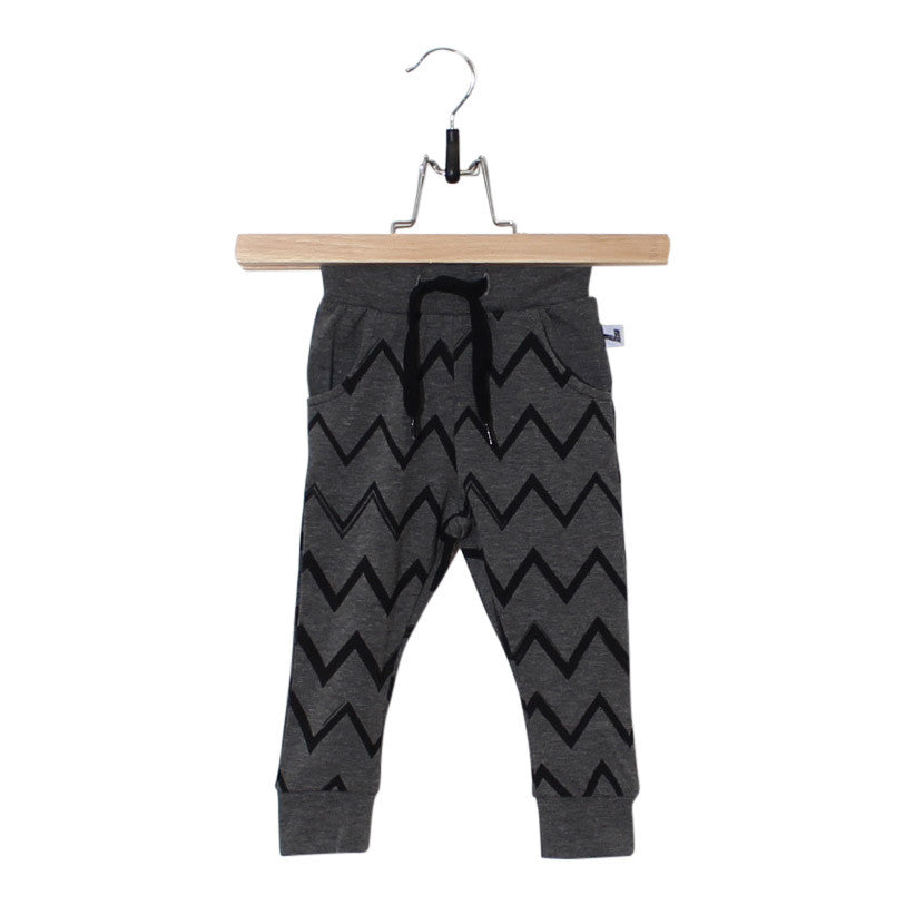 zig zag pants, zig zag broekje, broekje, jogger, joggings broekje, baby fashion, kinder mode, baby mode, jongens mode, boys fashion, lucky no.7