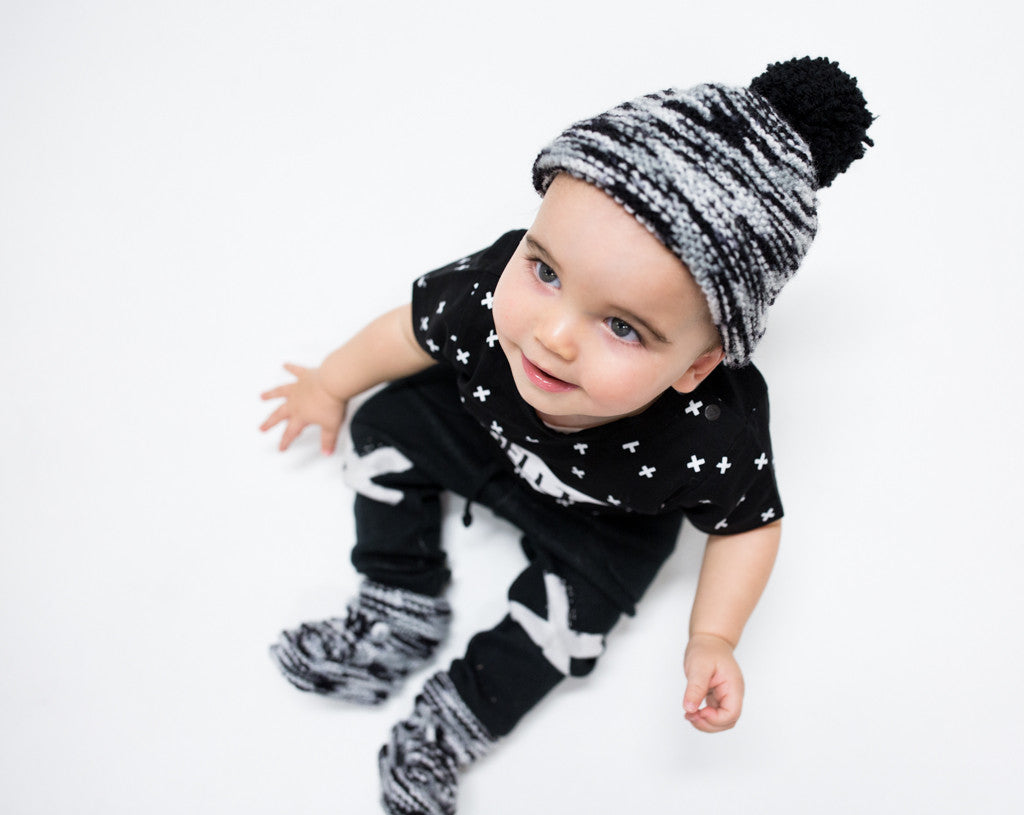 BLACK MELEE KNITTED HAT