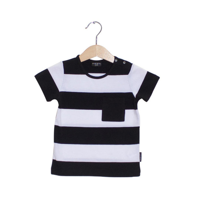 LITTLE BANDIT T-SHIRT - Lucky No.7, Basic collection. We love stripes! Shortsleeve t-shirt in a black and white stripe and a pocket at the front.