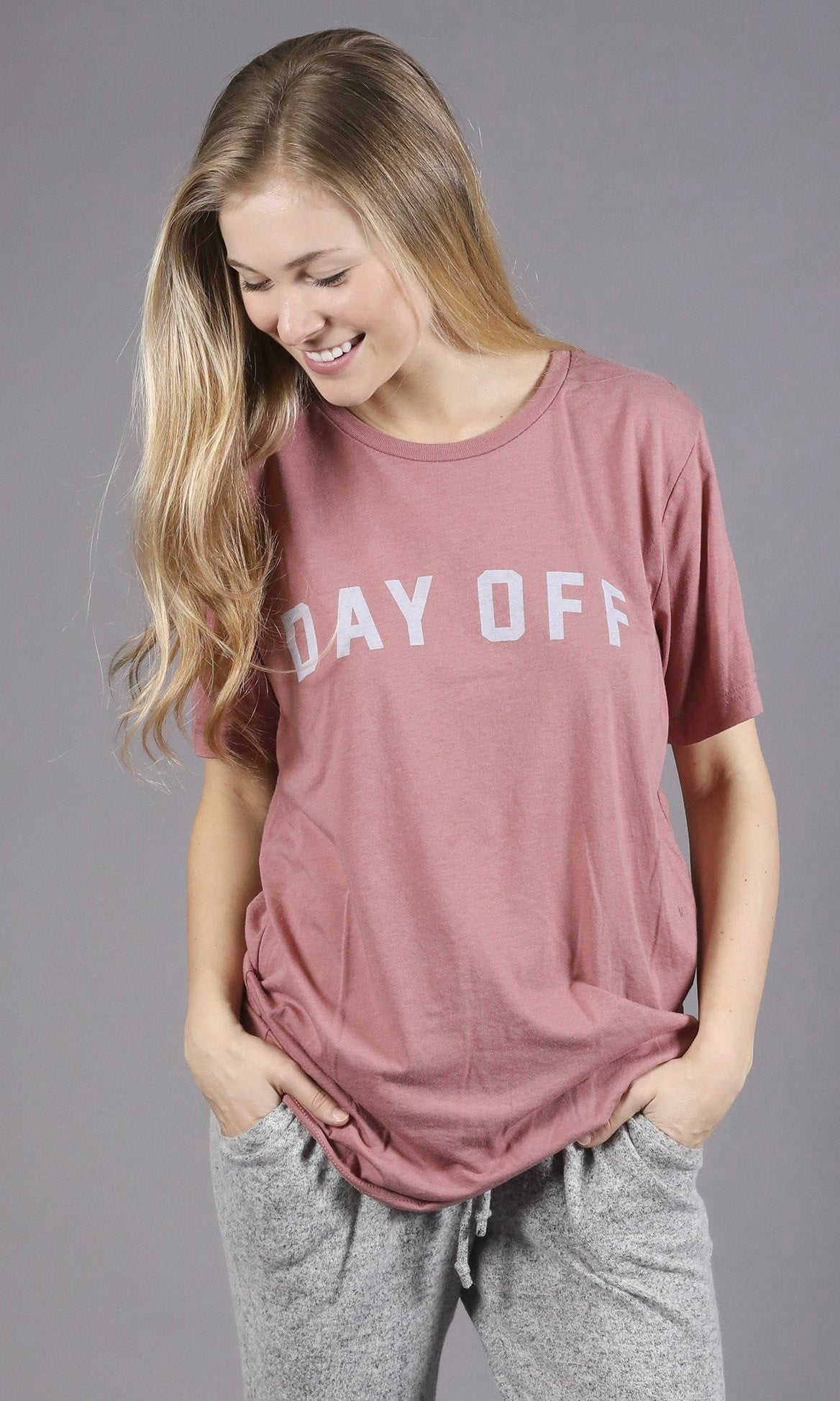DAY OFF GRAPHIC TEE