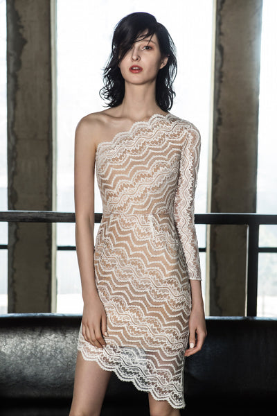 SONIA H bias lace single shoulder dress, is crafted with delicate guipure lace. The symmetric bias cut skirt hem echoes with the bias shoulder and creates an illusion of slimmer and nice curvy body shape. This dress is simple, elegant and so sleek.