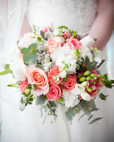Having A Summer Wedding And Still Deciding On Color Theme Coral Is The Perfect Choice To Add Playful Punch Your Beauty Of Choosing This