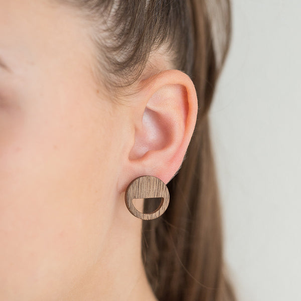 walnut round earrings