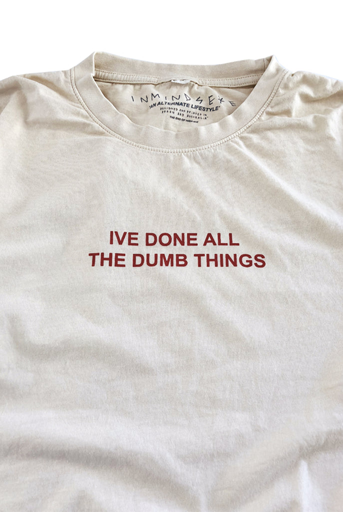 DUMB THINGS tee / nicotine