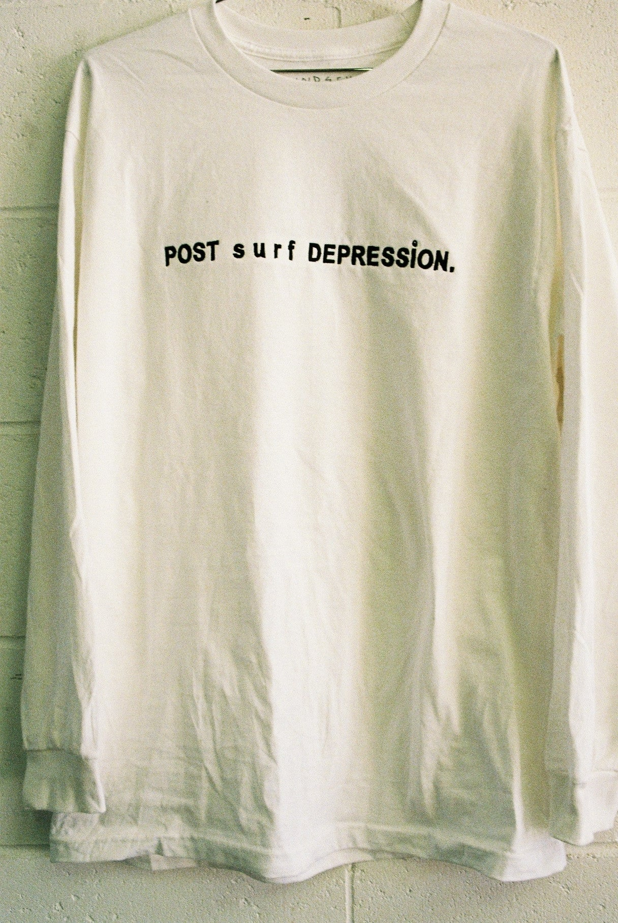 POST SURF DEPRESSION L/S tee / white