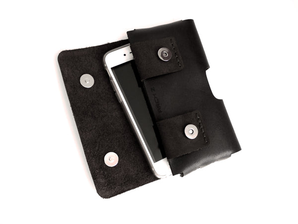 iPhone XR Holster in Black Leather with magnetic snaps
