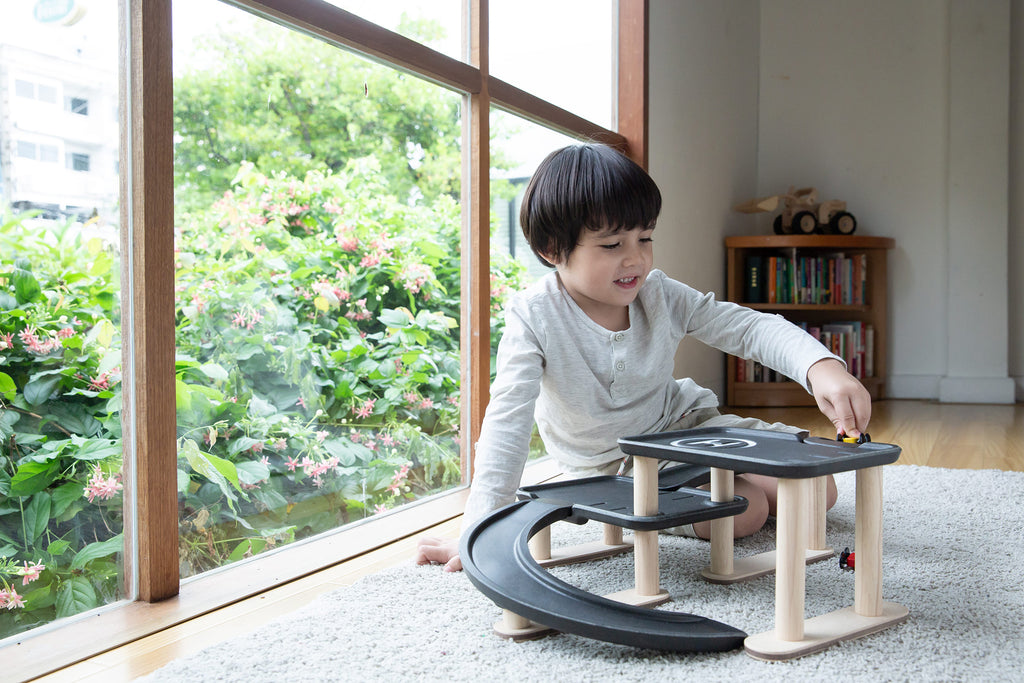 Race N Play Parking Garage<br> PlanToys