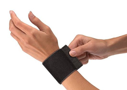 Mueller USA Elastic Wrist Support With Loop One Size Black