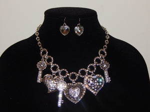New Heart & Key Filigree Necklace Set