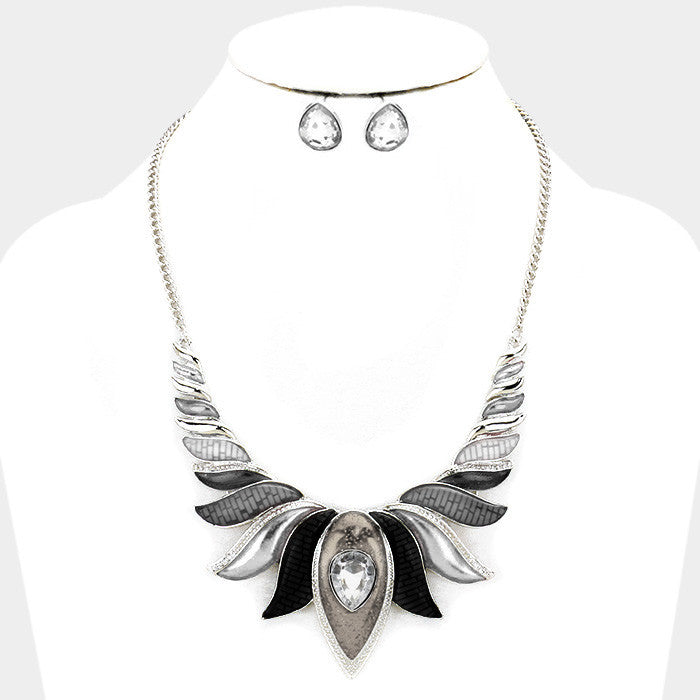 Black Epoxy Lotus Necklace Set