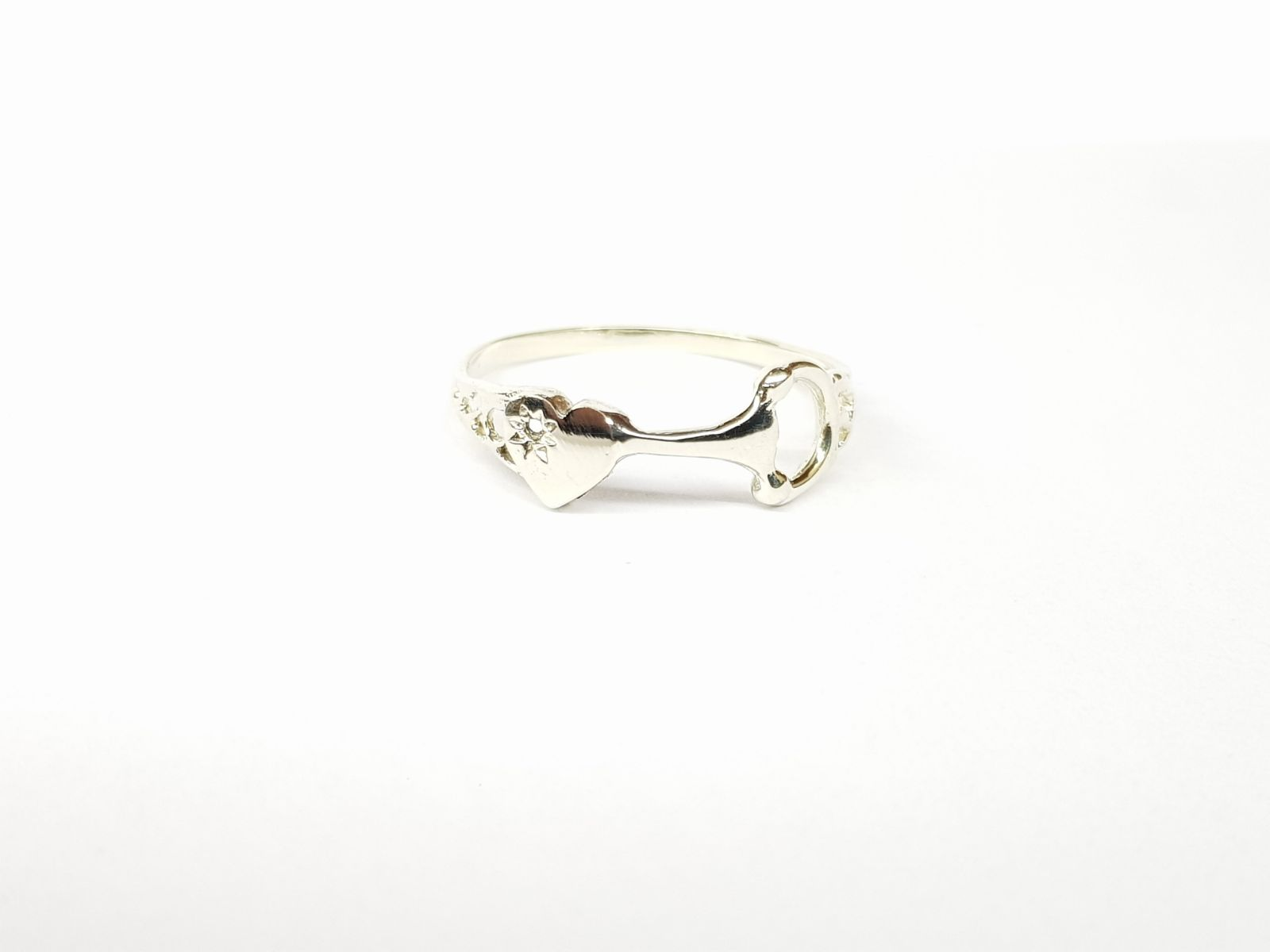 White 9ct gold Valentine's day snaffle ring - Ring - GoldSnaffle