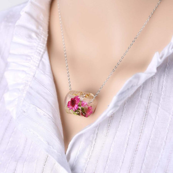 (Crazy Offer!) Lovely Natural Air-Dried Flowers Oval Resin Necklace