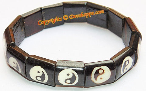 Yin Yang wristband in wood - Devshoppe
