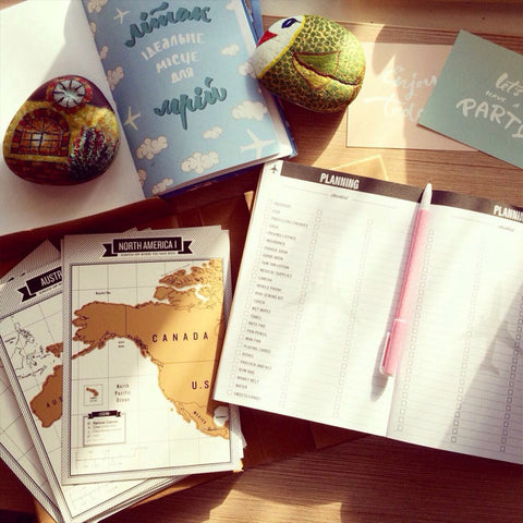The Ultimate Travel Log® | Gold Edition [Includes 8 Mini Scratch Off Maps]