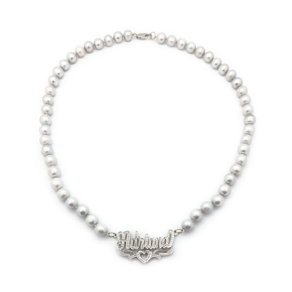Collier de perles en or blanc avec plaque signalétique en or blanc 14 carats