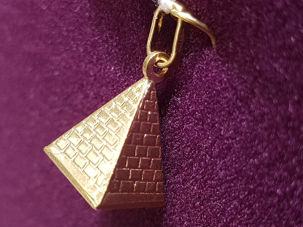 Egyptian Pyramid Pendant - Popular Jewelry
