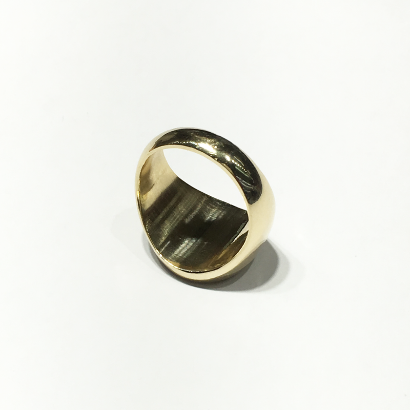 products/585_14_Karat_Yellow_Gold_Round_Signet_Ring_upper_angle_view_web_product_Popular_Jewelry.png