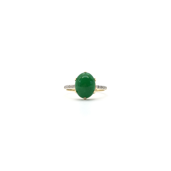 Green Jade Oval Cabochon Ring (14K) front - Popular Jewelry - New York