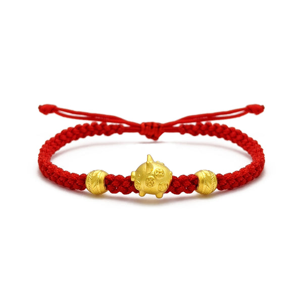 Lucky Pig Chinese Zodiac Red String Bracelet (24K) voorkant - Popular Jewelry - New York