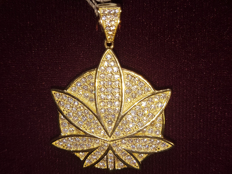 Iced-Out Marijuana Leaf Pendant Silver - Lucky Diamond 恆福珠寶金行 New York City 169 Canal Street 10013 Jewelry store Playboi Charlie Chinatown @luckydiamondny 2124311180