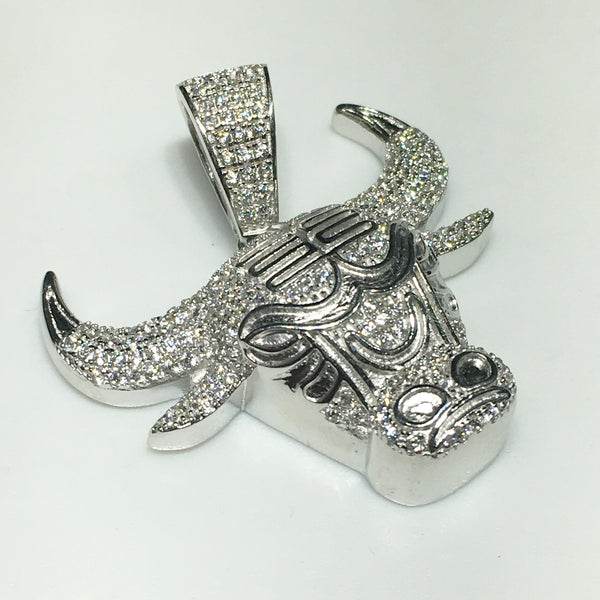 Iced-Out Bull Head Pendant - Popular Jewelry