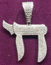 Iced-Out Chai Symbol Hanger Sulver (Wyt) - Popular Jewelry