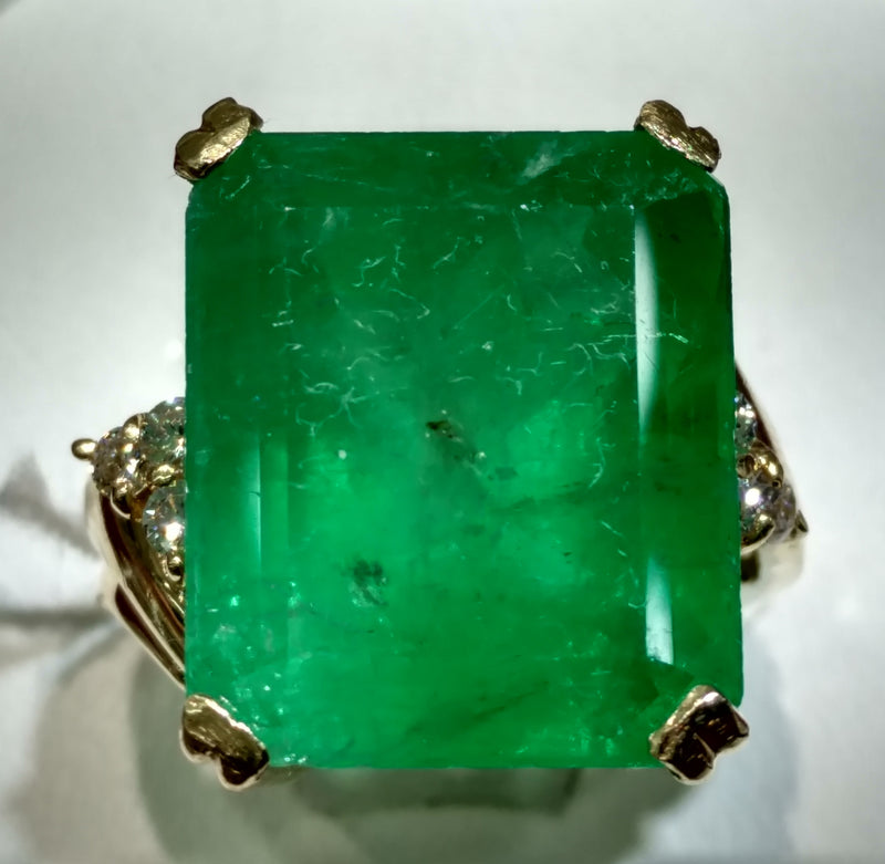 Fancy Large Emerald Ring 14K - Lucky Diamond 恆福珠寶金行 New York City 169 Canal Street 10013 Jewelry store Playboi Charlie Chinatown @luckydiamondny 2124311180