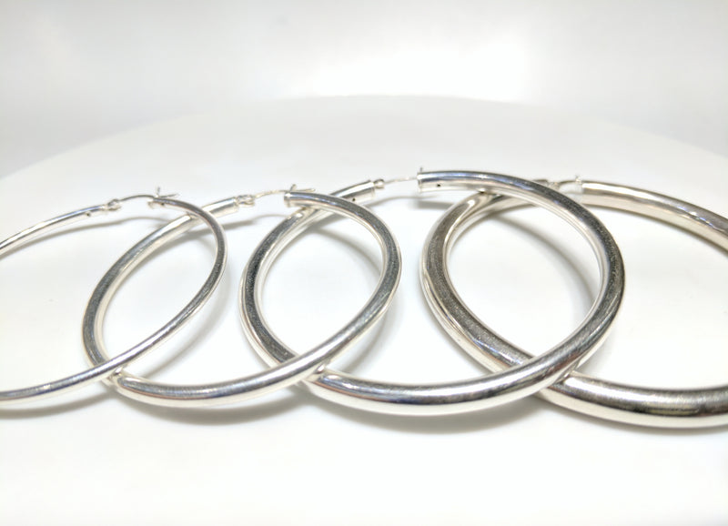 From left to right: sterling silver hoop earrings in plain high polished finish of different thicknesses arranged from thinnest to thickest - Popular Jewelry