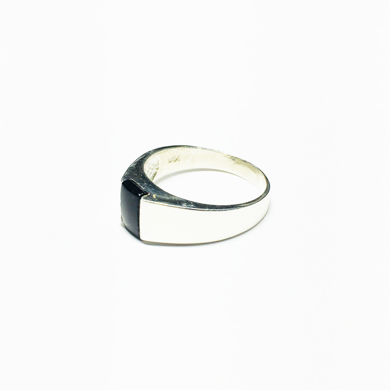 products/sterling_silver_925_rectangular_black_onyx_men_s_ring_left_angle_view_web_product_Popular_Jewelry_New_York_City.png