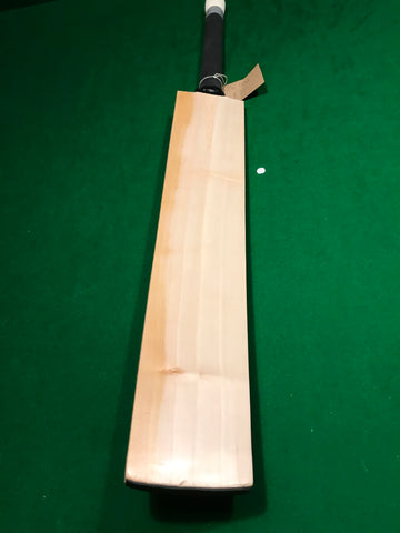 2lb 10oz - Chunky Unbranded English Willow Cricket Bat - Grade 3 - 698