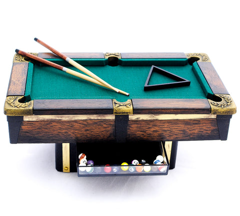 Charmant Vintage Pool Table