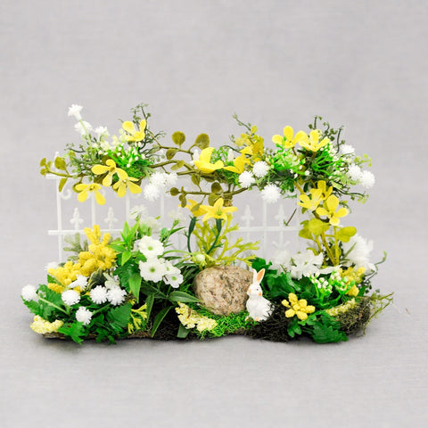 Garden Fence, White with Yellow Flowers